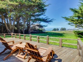 Lovely home with private hot tub, shared pool, ocean views & garden! Dogs ok!, Sea Ranch