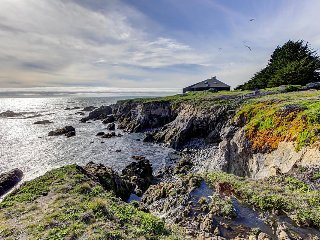Award-winning ocean bluff retreat - amazing views for miles!, Sea Ranch