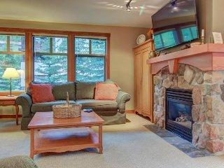 Warm and welcoming ski-in/ski-out condo w/ access to pools, hot tubs, & more!