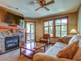 Ski-in/ski-out condo with lovely ski views and access to a shared pool & hot tub, Solitude