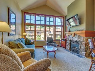 Ski-in/ski-out condo with shared hot tub, pool & more - awesome views!, Solitude