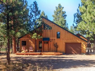 Home with a private hot tub, shared pool, & National Forest at your backdoor