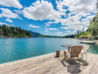 Cabin and bungalow on lakefront with easy beach access, private dock & views!