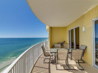 Top-floor, oceanfront condo w/ panoramic views plus hot tub & shared pool, Panama City Beach