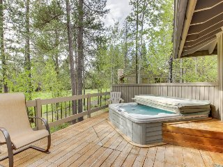 SHARC passes, private hot tub, chef's kitchen, and a game room!