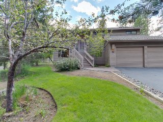 Private hot tub, jetted tub, and Sunriver amenities!