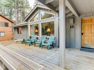 Family-friendly Sunriver home with private hot tub, SHARC passes!