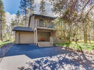 Dog-friendly home with three decks, a private hot tub & on-site golf and tennis!, Sunriver