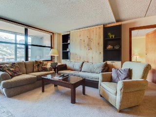 Centrally-located studio with shared hot tub - close to lifts and town, Copper Mountain