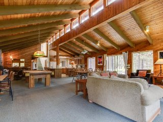 Family-friendly, spacious cabin boasting a sauna, game room, SHARC passes!