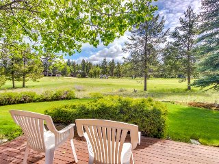 Laid-back, bright and spacious Sunriver home with private hot tub!