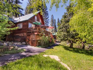Charming, family-friendly cabin near Prosser Reservoir, skiing & golf!