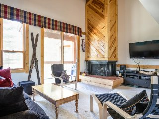 Lovely Northstar condo with a deck, mountain views, and a shared pool & hot tub!