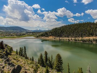 Spacious lakefront getaway w/ sweeping views, private hot tub, and shared pool!, Dillon