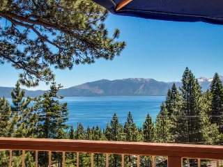 Luxurious cabin w/ gorgeous lake views, deck, & easy beach access!