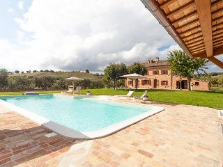 Picturesque country condo w/ shared seasonal pool & hot tub, Senigallia