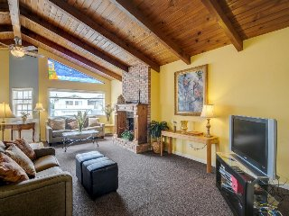 Dog-friendly, newly remodeled beach house with well-appointed balcony & BBQ, Oceano