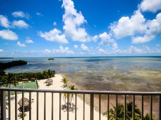 6th-floor oceanfront condo w/sweeping ocean views & shared pool, tennis, sauna!