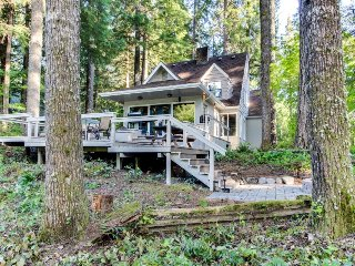 Rustic riverside cottage in the forest w/ large deck, gas grill, and firepit, McKenzie Bridge