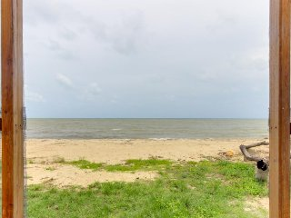 Charming oceanfront cabana w/ private beach, amazing views, & hammock!, Dangriga