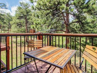 Conveniently located mountain condo w/ balcony, wildlife views, and golf course
