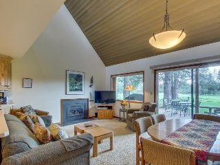 Cozy Sunriver condo w/ golf course & views of Mt. Bachelor from the deck