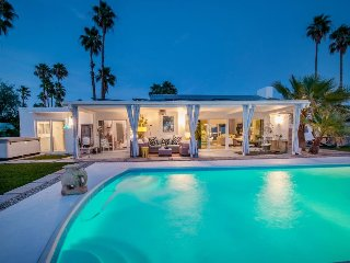 High-end, dog-friendly home with a saltwater pool, hot tub & mountain views!, Palm Springs