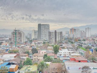 Modern, well-appointed condo w/city views, shared pool - close to everything!, Santiago