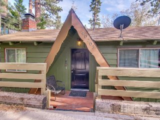 Dog-friendly, adorable mountain home with yard, great location