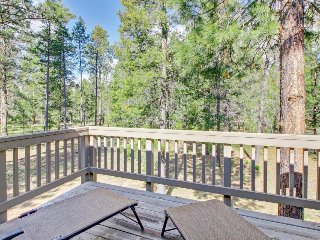 Spacious and open home w/ private hot tub, and SHARC passes!
