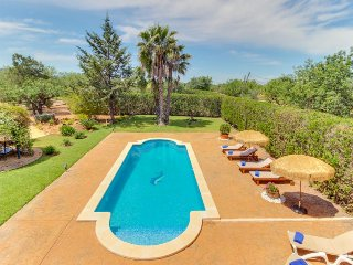 Spacious estate w/ private pool, tennis courts & beautiful garden!, Consell