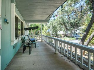 Welcoming home w/ lake access & shared pool just 25 miles from Yosemite!