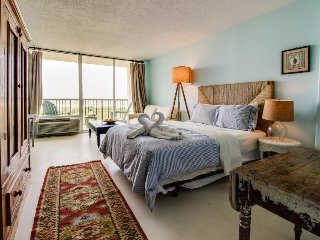Cozy, oceanfront studio with private balcony, shared pool, and tennis courts!
