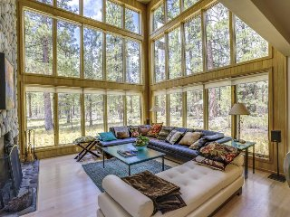 Sun-filled home w/ privacy, shared pool, hot tub & resort amenities!, Black Butte Ranch