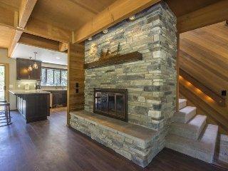Elegant, renovated home w/ private hot tub, SHARC passes, Sunriver