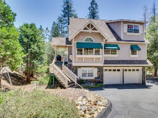 Modern home w/ game room, shared pool, lake access, near Yosemite!