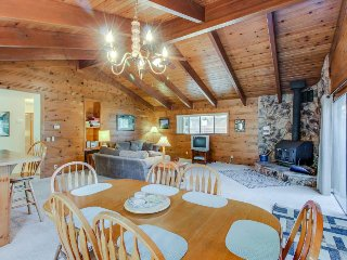 Peaceful, family-friendly cabin w/shared pool & more near Yosemite