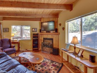 Cozy, family-friendly mountain chalet w/shared pool & more, near Yosemite, Groveland