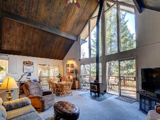 Rustic Swiss-style cabin w/ lake and shared pool access. Close to Yosemite!, Groveland