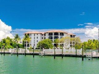 Dog-friendly, bayfront condo w/ gorgeous views plus shared pool & hot tub, Marathon