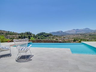 Luxurious Valencia villa w/private pool, amazing views, dog-friendly!
