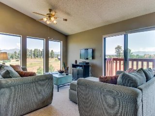 Cute two-story condo with deck, exceptional views, and close to hot springs!, Pagosa Springs