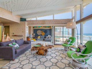 Dog-friendly, oceanfront jewel on the beach w/ fireplace and spectacular view!