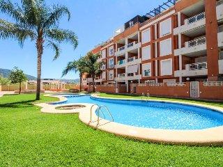 Modern condo near downtown offers a shared pool, Internet, easy beach access!, Denia