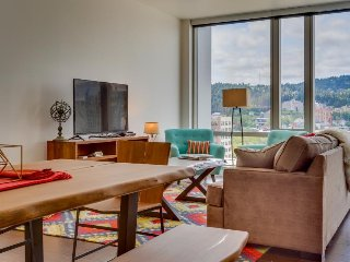 Swanky dog-friendly condo w/ great city views & ideal downtown location!, Portland