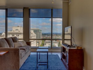 Hip & modern downtown elegance w/ spectacular views of the city - dogs okay!, Portland