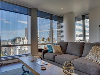 Stylish, dog-friendly condo w/ sweeping views of downtown - close to everything!