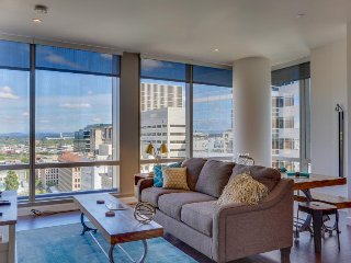 Dog-friendly condo w/ views of downtown! Great for couples or work trips!