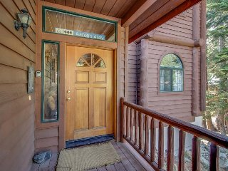 Wonderful grand mountain lodge with hot tub & game room - make family memories!, Mammoth Lakes