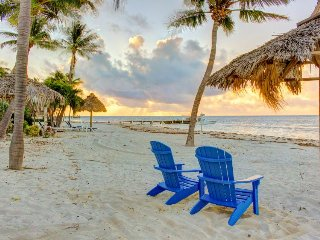 Oceanfront duplex with beautiful beach and dock for boat access!, Long Key (Cayo Víbora)